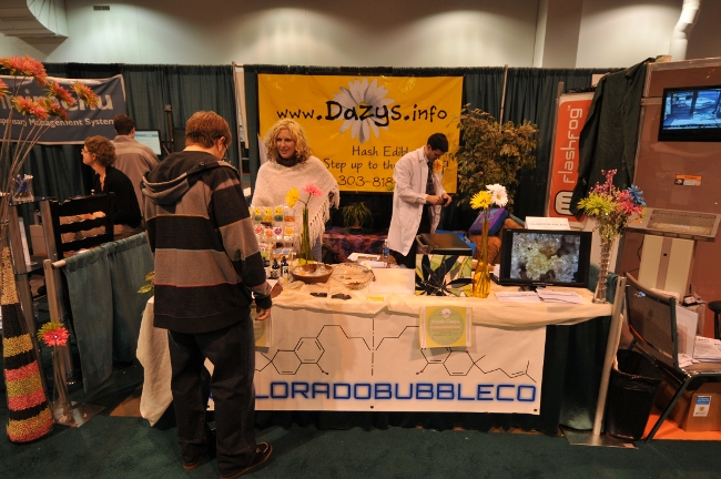 Dazys edibles and Colorado Bubbles Booth at KushCon2