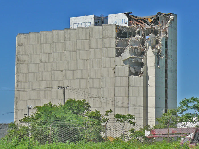 Howard Johnsons Hojo's Cleveland shoreway demolition injunction
