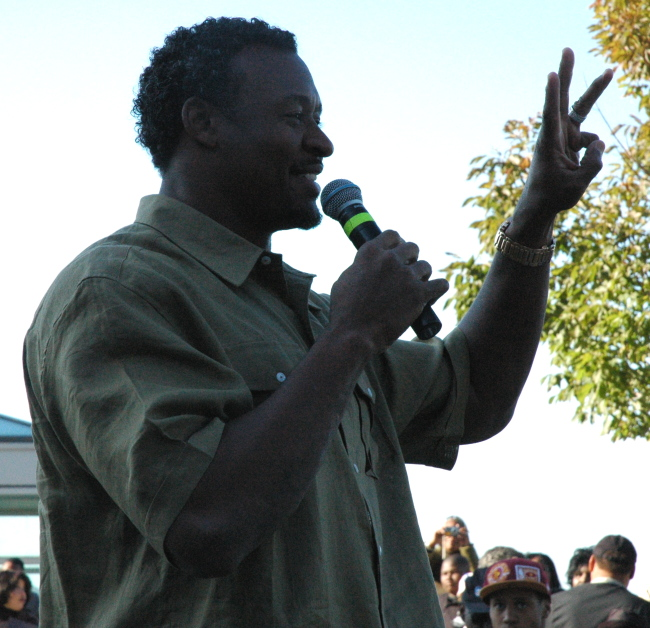 Cleveland Browns Pro Bowl Linebacker Willie McGinest at Russell Simmons Get Out The Vote Rally, Cleveland Ohio