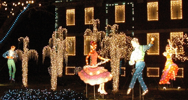 2009 Holiday Lighting Display at GE Lighting & Electrical Institute, Nela Park, East Cleveland, Ohio
