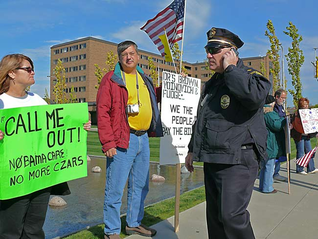 officer David Easthon and Nobama care picketers at Cleveland Clinic 10.19.09 image jeff buster