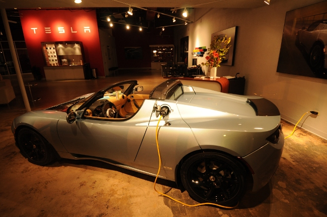 Tesla roadster at the Boulder Colorado Tesla Dealership Pearl Avenue Mall