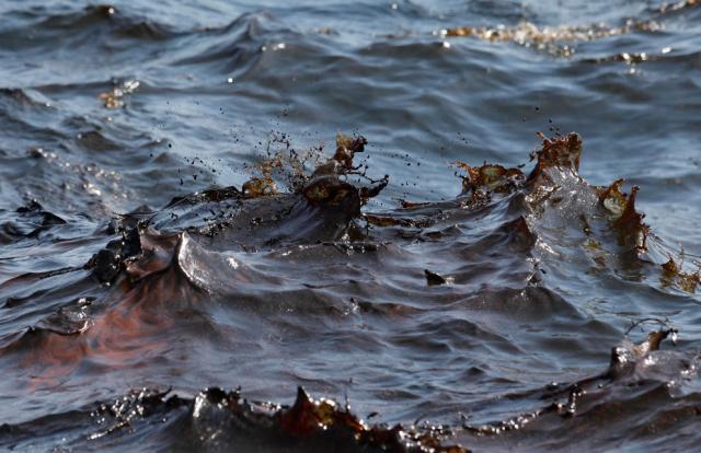 100514_oily_seawater.jpg