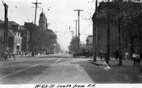 West_65_Street_-_north_of_NKP_bridge_1922.jpg