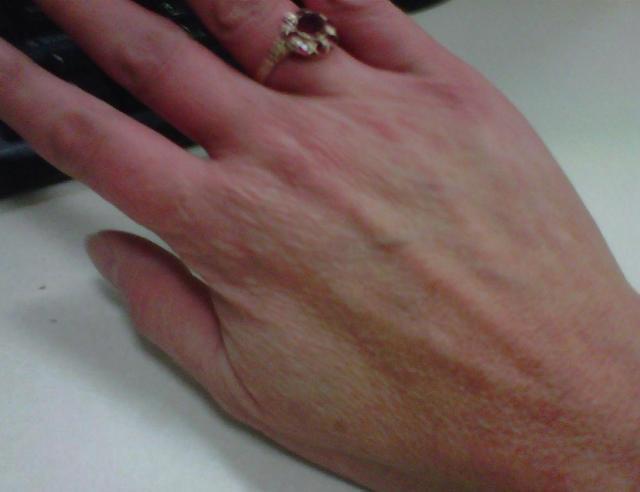 hand2_crop.jpg