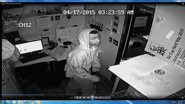 police_suspect__clark_ave_kfc.jpg