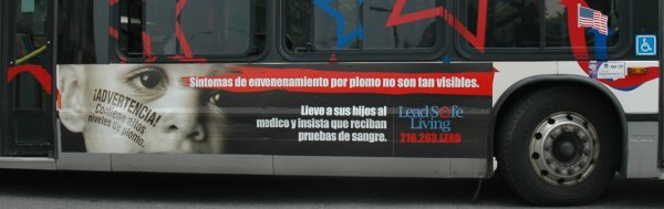 Lead hazard warning on Cleveland bus in Spanish